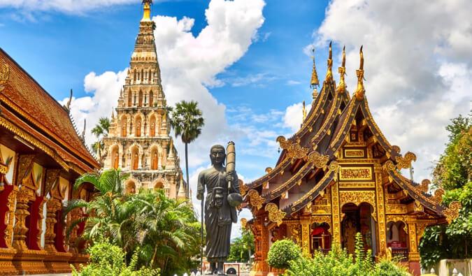 https://www.nomadicmatt.com/wp-content/uploads/2011/12/11reasonsthailand.jpg