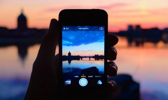 Everything You Need to Know About Using Smartphones When You Travel
