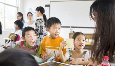 http://www.nomadicmatt.com/wp-content/uploads/2015/08/teachingenglish01-380x220.jpg