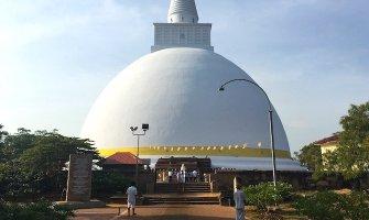 Sri Lankans: Making a Stranger Feel Like Family