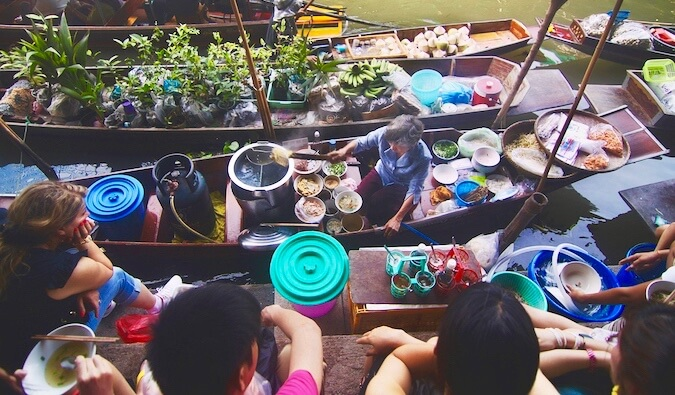 People at a Thai river market