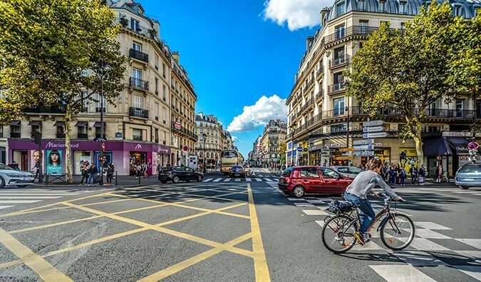 A Parisian cycles through the neighborhoods of Paris