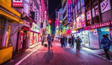 A neon night photo of the busy streets of Tokyo, Japan