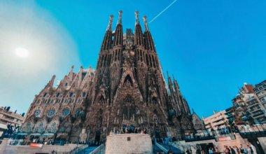 My 12 Favorite Hostels in Barcelona