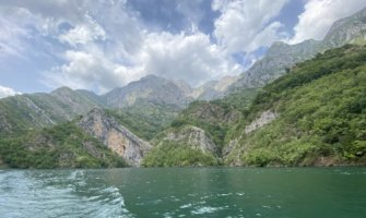 The stunning waters of Albania with mountains in the background